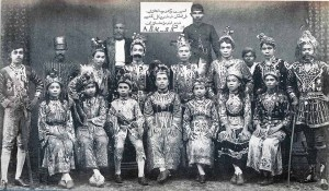 The 'Empress Victoria Jawi Peranakkan Theatrical Company Penang Indra Bangsawan' in full costume. Reproduced from Aruna Reena Singh, A Journey through Singapore: Travellers' Impressions of a By-Gone Time, 1995.