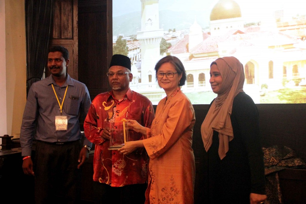 Mohd Rizwan, president of iMcom, Haji Meera Mydin, chairman, Kapitan Keling Mosque committee, Khoo Salma and documentary film maker Jasmin Abd Wahab