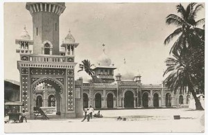 The Kapitan Kling Mosque and minaret in polychrome Indo-Saracenic style, as it was designed by the architect H.A. Neubronner. Courtesy of Chua Hock Khoon.